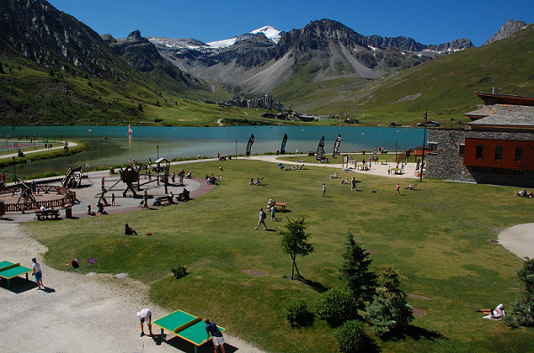Family sports area around Tignes Lake